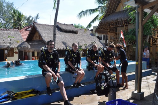 Gili Air, Indonesia: Sulman at work with his discover scuba diving students
