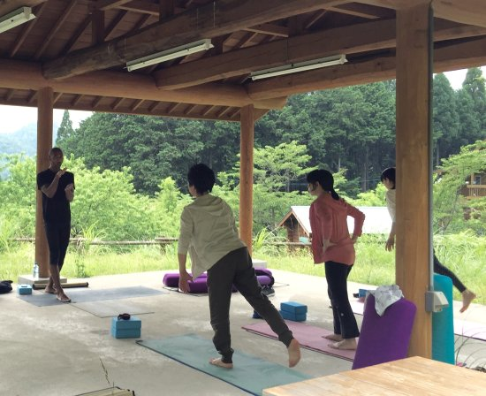 Nokishita Toshokan: Yoga shala near the B&B. Lesson taught by B&B owner, Olivier Charles.