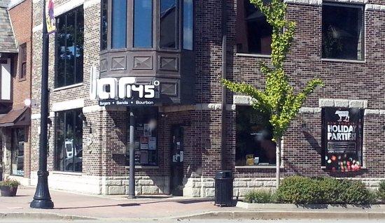 Mount Prospect, IL: Corner entrance to Bar 145