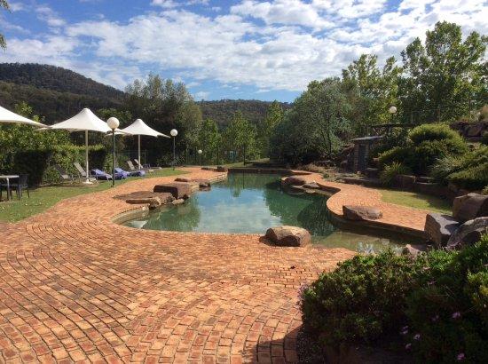 Merrijig, Australia: Great pool area set in lovely lush gardens