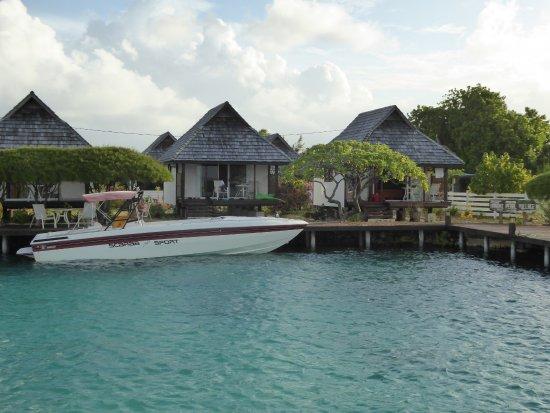 Manihi, Polinesia Prancis: Vue des bungalows