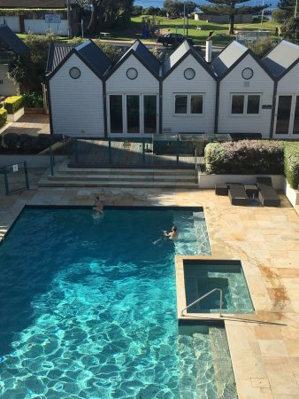 Portsea, Australia: Heated pool on a chilly but sunny day!