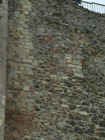 Framlingham, UK: Face in the wall