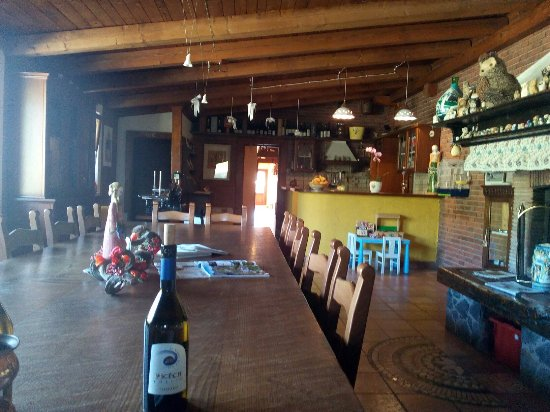Cormons, Italia: Che grande e accogliente sala degustazioni.