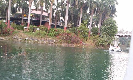 Kadaiya Lake Garden