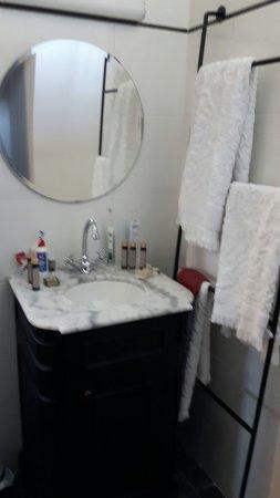 Alta Normandía, Francia: Waschbereich, vor der bodenebenen Dusche