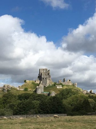 ‪‪Corfe Castle‬, UK: The iconic well-loved castle‬