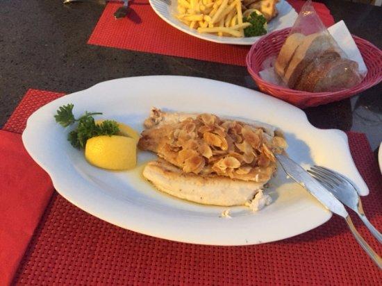 Faulensee, Switzerland: وجبة سمك مشوية