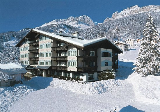Alpen Hotel Corona Restaurant: A soli 200 metri dalla Funivia Catinaccio - Rosengarten - Ciampedie