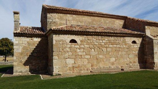 Venta de Banos, Spanien: Lateral de la iglesia