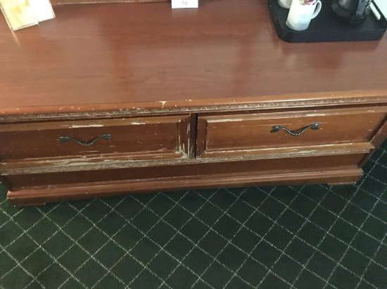 Stockbridge, Georgien: Chests of drawers no gift the kind found at stores of thrift see document pic