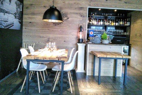 Joensuu, Φινλανδία: Интерьер ресторана, барная стойка