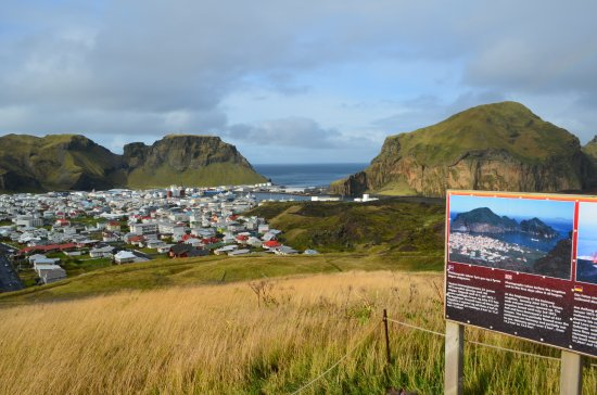 Vestmannaeyjar, Islandia: View over Heimaey from the volcano Eldfell