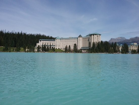 Fairmont Chateau Lake Louise: View of the hotel from the canoe