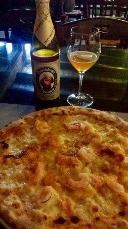 Martano, Italia: Armonia del Sapore - Pizza Fiordi e ottima birra Weissbier🍕🍻