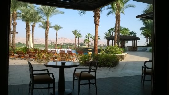 Hilton Luxor Resort & Spa: Cafe by the Nile