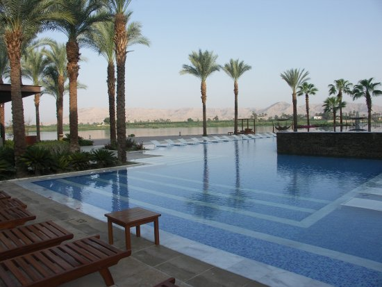 Hilton Luxor Resort & Spa: Pool by the Riverside