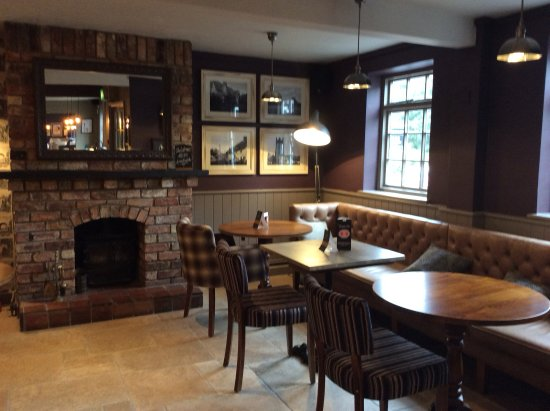 Clyst Honiton, UK: Fireside seating
