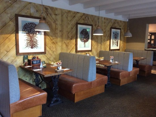 Clyst Honiton, UK: Cosy booths