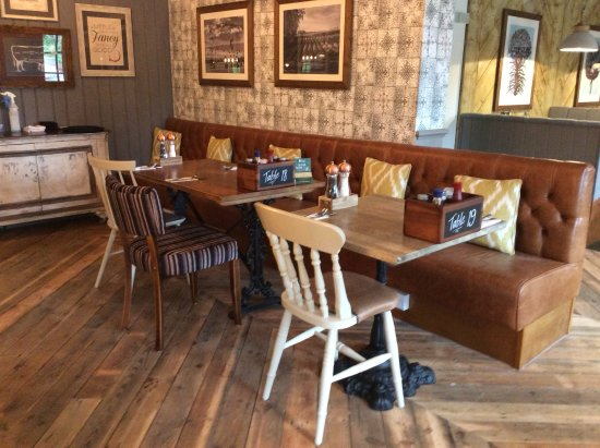 Clyst Honiton, UK: Restaurant seating