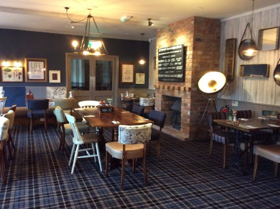 Clyst Honiton, UK: Fireside dining