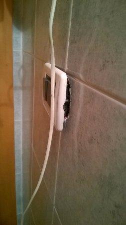 Al Gallo: presa elettrica bagno