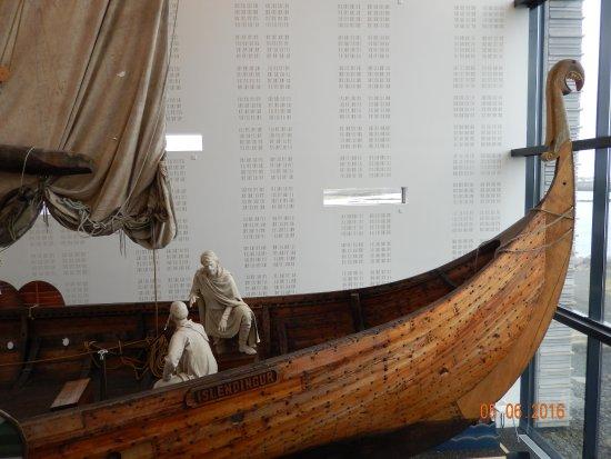 Viking World: Viking boat
