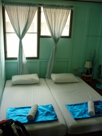 Khaosan Baan Thai: chambre 202 lits doubles sans clim