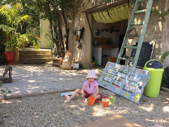 Fuveau, France : Suzanne se sent comme à la maison chez Terre d'Avenir !