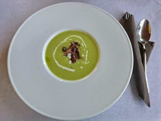 Krsan, كرواتيا: суп-пюре из лука-порея и картофеля с прошутто