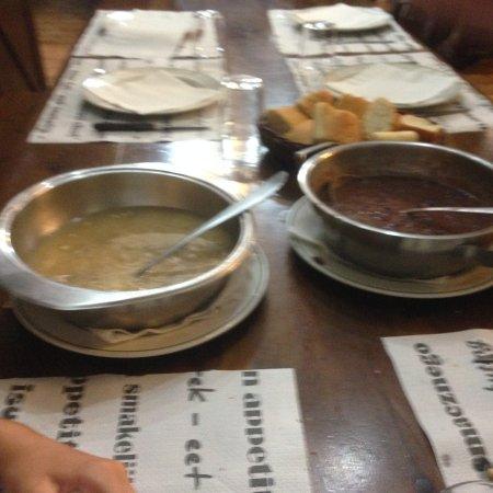 Etxalar, España: minestra di fagioli, e capelleti in vero brodo di carne