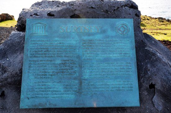 Región Sur, Islandia: The official World Heritage SIgn of Surtsey.
