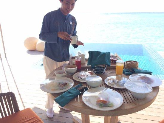 Noordelijke Malé-atol: เสิร์ฟอาหารเช้ายันห้องพักเลยค่ะ เลิศมากก