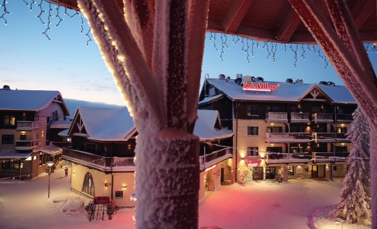 Ski-Inn Hotel RukaVillage: Slopes and services are within walking (or skiing distance).