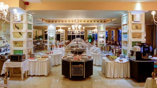 "Reina Isabel Hotel: Restaurant Buffet ""Roma"""