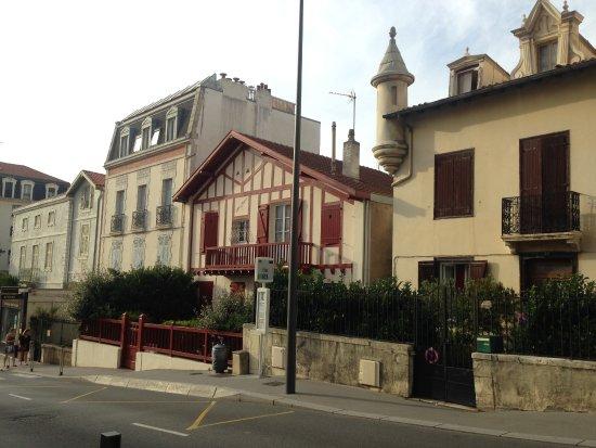 Hotel Oxo : Avenidda Verdun los impartes. Arquitectura típica del pais vasco-francés