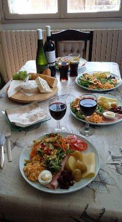 Pouzauges, Francia: Food & Wine