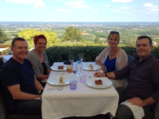 ‪‪Tremolat‬, فرنسا: Nicky, Brian & Susanne, with Max from Duck & Truffle, at lunch during a full day wine tour‬