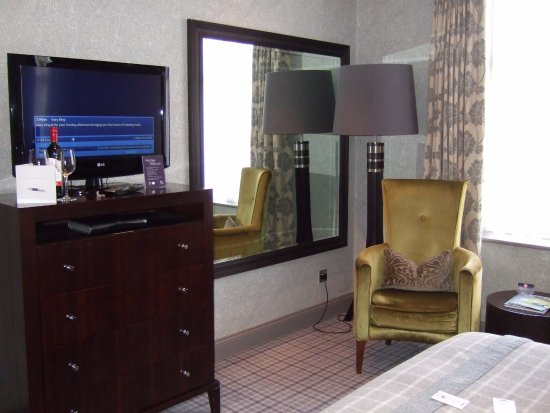 Large mirror and clothes drawers - large wardrobe to the left