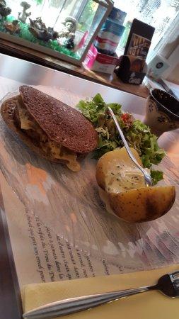 St. Gildas de Rhuys, Fransa: La spécialité : la galette en burger