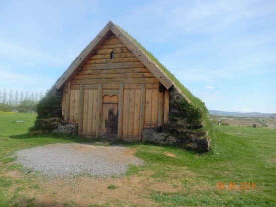 Fludir, Island: Traditional style building