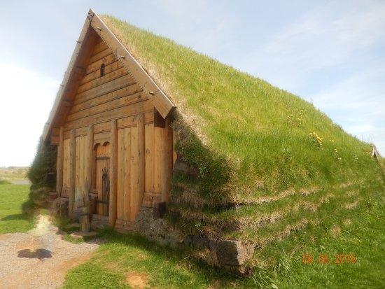 Fludir, Islandia: Traditional style builing