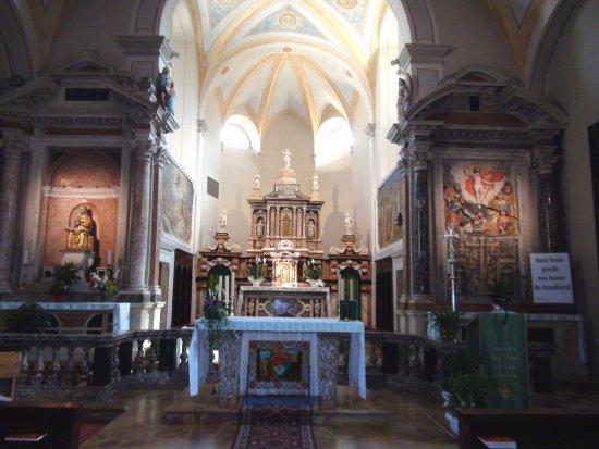 Brentonico, إيطاليا: Chiesa dei SS. Pietro e Paolo...