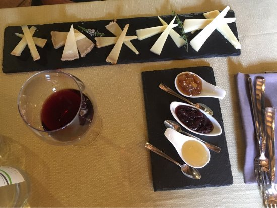 Cerreto di Spoleto, Italia: Pranzo con amici