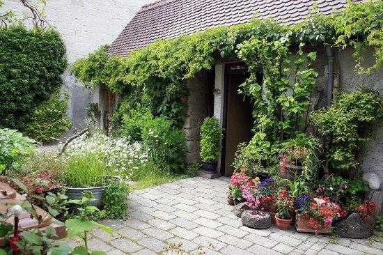 Photo of Restaurant Weingut Nico Scholtens at Rieneckstrasse 6, Oberaurach 97514, Germany