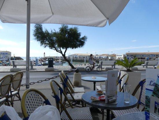 Saint-Pierre-d'Oleron, Fransa: Café sur le port