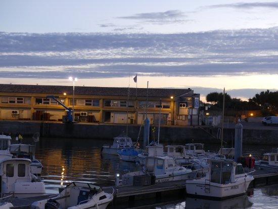 Saint-Pierre-d'Oleron, Fransa: Coucher de soleil sur le port
