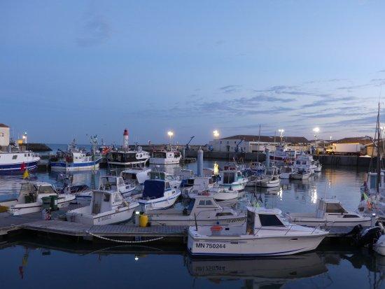 Saint-Pierre-d'Oleron, Fransa: Bateaux du port au soleil couchant