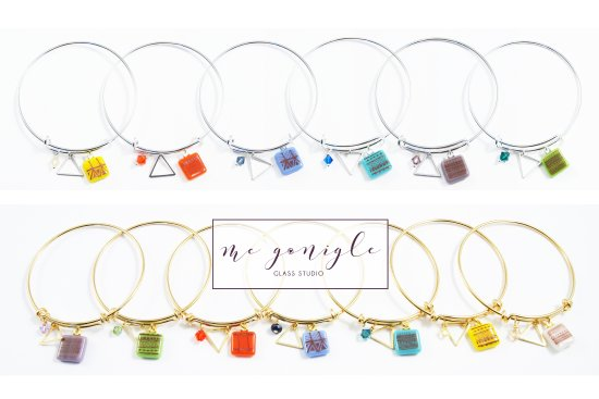 Donegal Town, İrlanda: Selection of unique glass charm bangles from Mc Gonigle Glass Studio,
