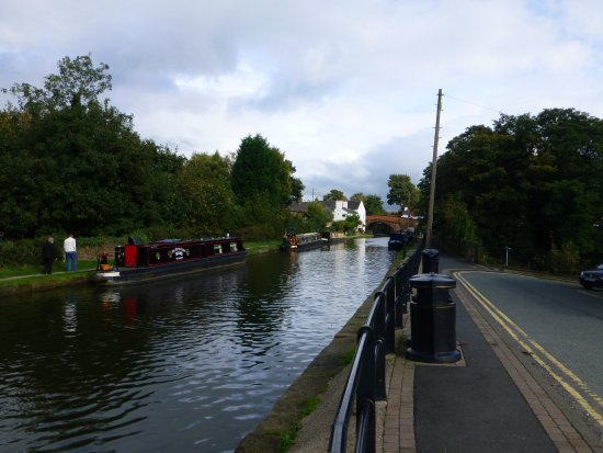 Lymm, UK: A great life on the canal!!
